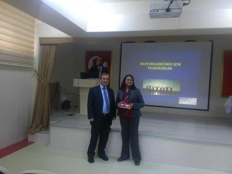 İstanbul Aydın Üniversitesi Beslenme ve Diyetik Bölümü Başkanı Yrd.Doçent Dr.İndrani KALKAN öğrencilerimizi Sağlıklı Beslenme ile ilgili bilgilendirmiştir.