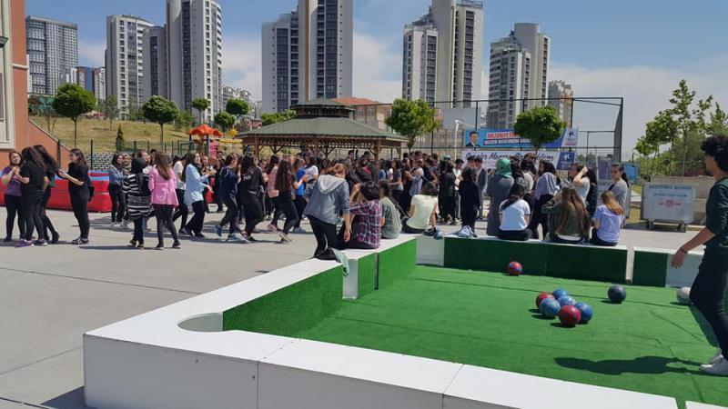 Küçükçekmece Belediye Başkanlığı Gençlik ve Spor Müdürlüğünün Okulumuz bahçesindeki öğrencilere yönelik gerçekleştirilen etkinliği