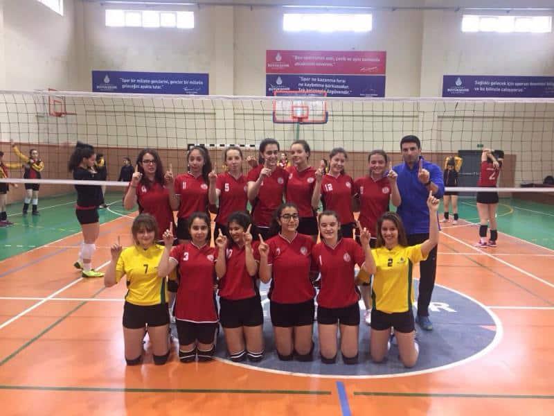 Voleybol Genç Kızlar A Takımımız İlçe 3. olmuştur.