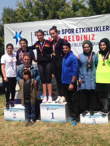 Kürekte öğrencilerimiz Sude DOĞANER İlçe şampiyonu ve Bengünay Pelin ÜNLÜ İlçe 3. olmuştur.