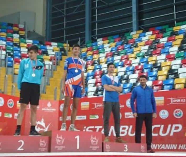 Uzun atlamada öğrencimiz Eyyub GECE İlçe şampiyonu olmuştur.