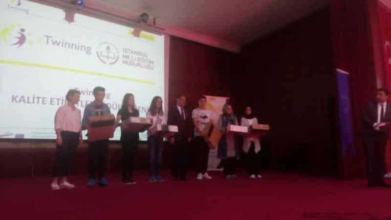 AByi Öğreniyorum,Kısa Öykü Yarışmasında öğrencimiz Gaffar Orhun AKDAĞ İstanbul 2. olarak törenle ödülünü almıştır.