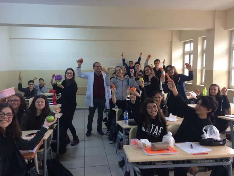 Beslenme Dostu Okul Projesi kapsamında okulumuzda Meyve Günü etkinliği yapıldı