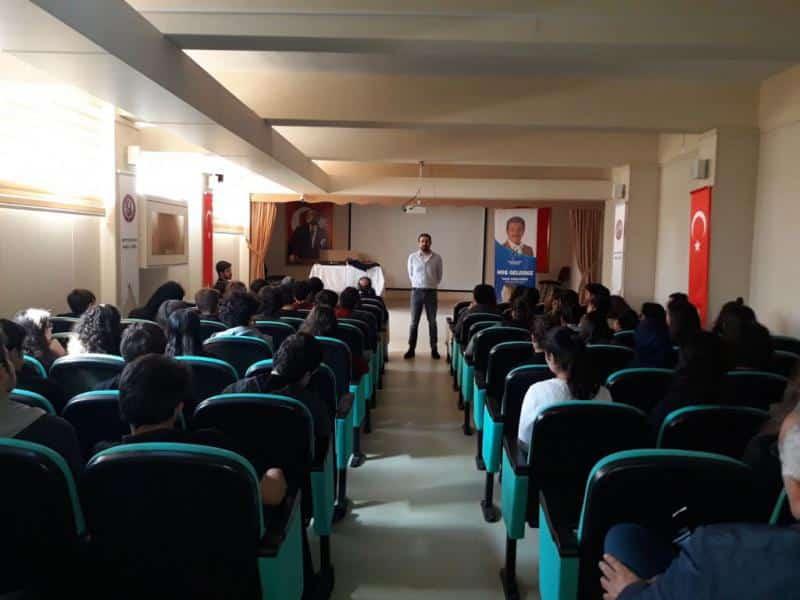 Polat Doğru ile Kendin Ol  söyleşisi öğrencilerimiz tarafından dikkatle dinlenildi.