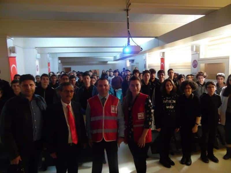 Okulumuz bahçesinde düzenlenen Kızılay kan bağış kampanyasına yoğun katılım sağlandı.