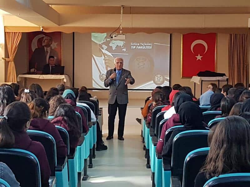 Haliç Üniversitesi Tıp Fakültesi Dekan Yardımcısı Prof.Dr.Kemal ALTAŞ Öğrencilerimizi bilgilendirdi.