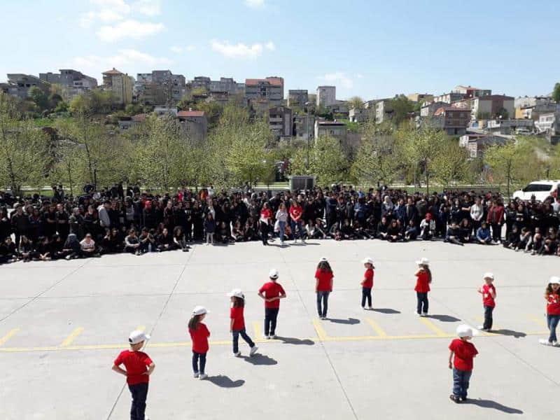 23 Nisan Ulusal Egemenlik ve Çocuk Bayramını Okulumuzda  Anasıfımız ve Lise Öğrencilerimizle Birlikte Büyük Bir Coşkuyla Kutladık.