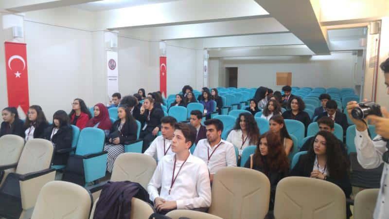 Okulumuz öğrencilerinin düzenlediği GÖKAY Çalıştayına Öğrencilerimiz yoğun ilgi gösterdi.