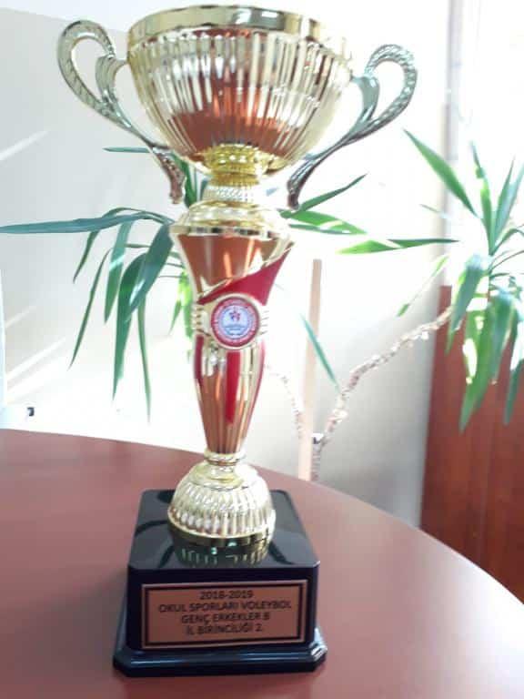 Okul Sporları Voleybol Yarışmasında Okulumuz Genç Erkeklerde İstanbul İl İkincisi olmuştur. Öğrencilerimizi ve Beden Eğitimi Öğretmenimizi Tebrik Ediyoruz.
